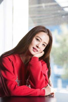"""[스타인터뷰] 김현주 """"스캔들 없다고요?…매우 노력합니다"""" Korean Actresses, Actors & Actresses, Korean Drama, Korean Girl, Asian Beauty, Kdrama, Interview, Beautiful Women, Popular"""