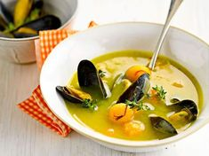 Discover the recipe Paul Bocuse Soup Soup on cuisineactuelle. Meat Recipes, Indian Food Recipes, Vegetarian Recipes, Snack Recipes, Ethnic Recipes, Chefs, Paul Bocuse, Cuisine Diverse, Party Food And Drinks