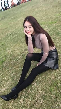 Black tights and stockings.Such a sweet dream delight Ps I'm a male who happens to have a thing for women dressed with black nylons. Cute Tights, Tights Outfit, Black Tights, Cute Asian Girls, Beautiful Asian Girls, Cute Girls, Tween Fashion, Asian Fashion, Girl Fashion