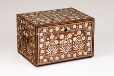 Talha escultura Júlio Leal Japanese Furniture, Parquetry, Jewellery Box, Wooden Boxes, Cabinets, Ottoman, Decorative Boxes, Home Decor, Antiques