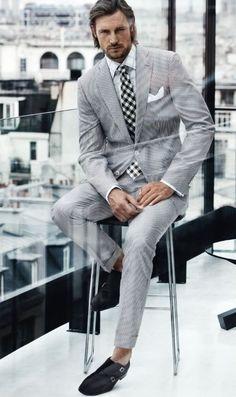 Elegant look and Hugo Boss Gentleman Mode, Gentleman Style, Suit Fashion, Mens Fashion, Fashion Outfits, Fashion Menswear, Latex Fashion, Steampunk Fashion, Gothic Fashion