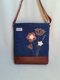 Farmer és textilbőr kombinációjával készült ez a csodaszép táska. Saját tervezésű textilbőr applikáció díszíti. Harmonikus színeivel és mintájával igazi különleges darab, különleges embereknek! Cross-bag 36 női #táska Bagan, Denim Bag, Farmer, Purses And Bags, Fashion Models, Sewing, Diy, Creativity, Fabric Purses