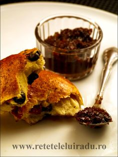Confiture d'olives with fougasse (bread containing olives and sun-dried tomatoes) French Food, Dried Tomatoes, Sun Dried, Bread, Olives, Canning, Fine Dining, Brot, Baking