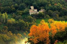 Castle in Zocca, Italy. Borgo Fontanini is a 14th Century hamlet located in the middle of oak trees forests. The Tower-house is one of the impressive fortified, stone buildings that characterize it.There are 5 bedrooms, 3 bathrooms, a kitchen, and a living room.  Casa de...