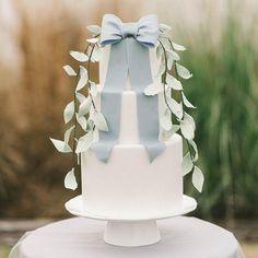 Simple wedding cake with something blue #weddingcake #somethingblue #simple #cakes