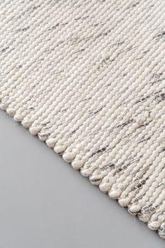 Wollen vloerkleed Wit/Antraciet - Cobble Stone - 140 x 200 cm - EVA Interior - | HomeDeco.nl Cosy House, Textiles, Interior Styling, Shag Rug, Stone, Rugs, Flooring Ideas, Home Decor, Living Rooms