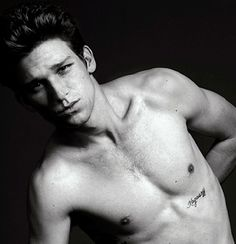 Oooh, Daren Kagasoff. Ricky from Secret Life.