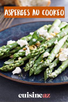 Short on time to make dinner? Allow our roasted asparagus recipe to help you out. Parmesan Asparagus, Lemon Asparagus, Asparagus Recipe, Healthy Side Dishes, Easy Healthy Recipes, Healthy Choices, Healthy Snacks, Vegetarian Recipes, Healthy Food To Lose Weight