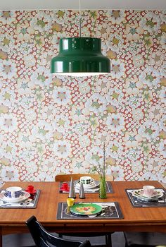 furniture Huset frn har renoverats i - 70s Furniture, Modern Furniture, Family Dining Rooms, Fancy Houses, Home Wallpaper, Mid Century Modern Design, Dining Room Design, Vintage Home Decor, Decoration