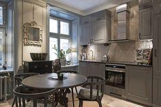 〚 Scandinavian apartment in dark tones with classic wall decor 〛 ◾ Photos ◾Ideas◾ Design Loft Design, House Design, Scandinavian Apartment, Interior Decorating, Interior Design, Helsingborg, Best Interior, Kitchen Dining, Small Spaces