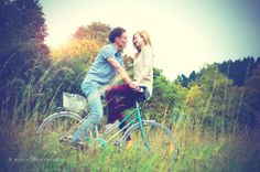 vintage bicycle engagement shooting by mirisphotography