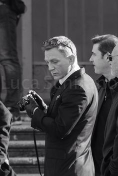 The Camera for Gentle men! Daniel Craig James Bond, Daniel Craig Style, Rachel Weisz, Stephen Amell, Daniel Graig, James Bond Style, Best Bond, Favorite Movie Quotes, Lights Camera Action