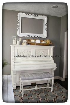 😍😍😍 Ooh La La & Friends: Chalk Paint® in my home. Old White Piano Bench, Piano Room, Paint Furniture, Furniture Makeover, Home Music Rooms, Painted Pianos, White Piano, My New Room, Home Remodeling