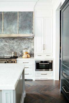 Parisian Classic // Leo Designs Chicago - All For Decoration Home Decor Kitchen, Rustic Kitchen, Interior Design Kitchen, Home Kitchens, Grand Kitchen, Luxury Kitchens, Interior Ideas, Home Design, Design Ideas