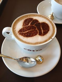"""At any time works for """"""""a good coffe"""""""" and the favourite kind is undoubtedly the warm espresso. Arte Del Cappuccino, Cappuccino Art, Coffee Latte Art, I Love Coffee, Coffee Cafe, Coffee Break, Coffee Drinks, Morning Coffee, Coffee Aroma"""