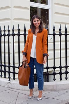 Simple white shirt, baggie jeans, add to it colourful heals and a nice jacket. You've got the look!