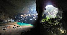La grotta Hang Sơn Đoòng è la più grande al mondo e si trova in Vietnam, nel parco Nazionale Phong Nha-Ke nella provincia Quang Binh. La lunghezza della cavità è di oltre 5chilometri, ed il suo passa