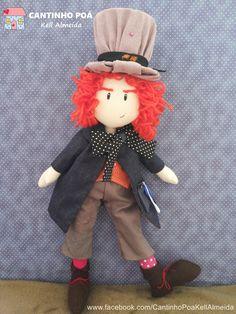 Boneco de pano Chapeleiro maluco - bonecos da turma de Alice no pais das maravilhas - feito a mão  por kell almeida Harajuku, Style, Fabric Crafts, Boy Doll, Fabric Dolls, Made By Hands, Tejidos, Stylus