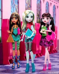From to school squad… 😉📚🙌 Monster E, Monster High Dolls, Cartoon Girl Drawing, Girl Cartoon, Draculaura, Personajes Monster High, Ever After High, Wild Style, Collector Dolls