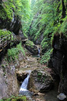 Die Steiermark ist seit vielen Jahren meine Wahlheimat. Und immer wieder entdecke ich neue Schönheiten an ihr. Das Repertoire an schönen Landschaften, besteigbaren Bergen und hübschen Plätzchen ist aber auch nahezu unerschöpflich. Daher möchte ich mit diesem Artikel einmal nicht über die Ferne, sondern über … Heart Of Europe, Bergen, Trekking, Places Ive Been, The Good Place, Waterfall, To Go, Shots, Outdoor
