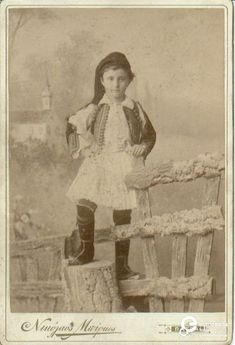 Patras, Greece.  Συλλέκτης: Peloponnesian Folklore Foundation Ίδρυμα: Europeana Fashion