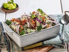 Brokkolisalat med bacon Frisk, Tasty Dishes, Lchf, Vegetable Recipes, Grilling, Bacon, Salads, Food And Drink, Low Carb