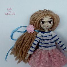 Схема вязания куклы крючком содержит описание, как связать тело куколки и одежду (кофту, юбку, туфельки). Авторская схема от katkarmela.