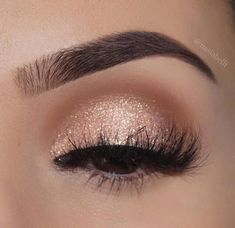 Awesome Eye makeup ideas for 2019 - Prom Makeup Looks Gold Eye Makeup, Simple Eye Makeup, Eyeshadow Makeup, Eyeliner, Glitter Makeup, Gold Eyeshadow, Eyebrow Makeup, Easy Eyeshadow, Arabic Makeup