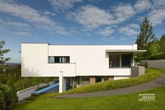 German Modern Residence On Top Of The Hill | Decor Advisor