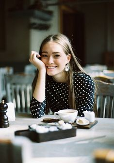 Image Via: A Feminine Tomboy // portrait Mode Style, Style Me, Style Hair, Feminine Tomboy, Portrait Studio, Coffee Girl, Coffee Lovers, Shooting Photo, Outfit Trends