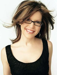 I don& know what I love more about Lisa Loeb, the fact the she loves wearing glasses or that she hates wearing pants. Lisa& number one in glasses and . New Glasses, Cat Eye Glasses, Girls With Glasses, Hairstyles With Glasses, Trendy Hairstyles, Girl Hairstyles, Celebrities With Glasses, Celebrity Glasses, Wearing Glasses