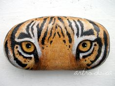 Tiger Eyes Inspired Stone by ArtRocks by Karen Gonna do it to match my yarn painting :Prock painting egg with dinosaur eye Tiger Painting, Pebble Painting, Pebble Art, Stone Painting, Yarn Painting, Painted Rock Animals, Hand Painted Rocks, Painted Pebbles, Painted Stones