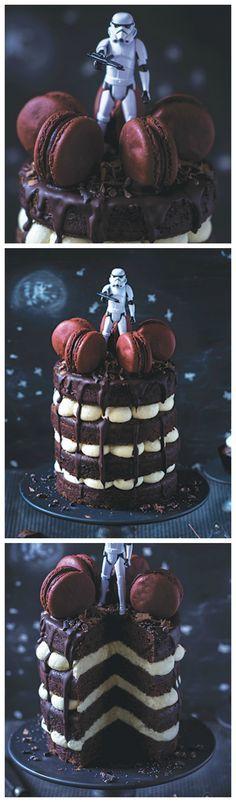 Kostenloses Rezept: Galaktische Star Wars Stormtrooper Torte backen / free recipe: best star wars stormtrooper layer cake ever via DaWanda.com
