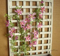 Miniatures et maisons de poupees : jardins de saison. Clematis