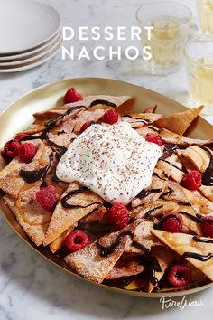 Ladies and gentleman, a quick introduction. Please meet dessert nachos. Yes, you read that right: Dessert Nachos! You already love starting a meal with the savoury kind, so why not end a meal with a plateful of this sweet version? Dessert Nachos, Dessert Crepes, Dessert Food, Just Desserts, Delicious Desserts, Yummy Food, Mexican Food Recipes, Sweet Recipes, Mexican Desserts