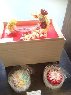 """Hair ornaments for wedding"" https://www.facebook.com/nihon.kekkon/photos/pb.402524043146722.-2207520000.1404703397./607296756002782/?type=3&theater"