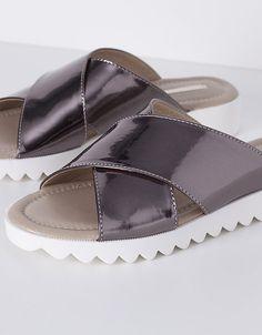Sandalia metalizada cruzada | PLANO | ZAPATOS | SHOP ONLINE SUITEBLANCO.COM