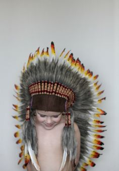 Feather headdress idea for my ringbearer. Little kids are going to love my wedding. Little People, Little Ones, Little Girls, Cute Kids, Cute Babies, Baby Kids, Baby Boy, Indian Boy, Apache Indian
