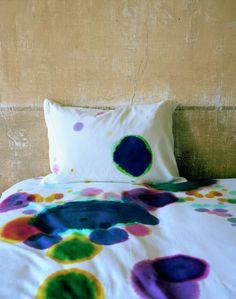 diy bettw sche in batikmuster selber f rben textilfarbe batik und bettwaesche. Black Bedroom Furniture Sets. Home Design Ideas