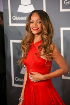 Rihanna's Grammy Awards Hair = PERFECTION! Get the look here: http://www.latest-hairstyles.com/celebrities/grammy-awards.html