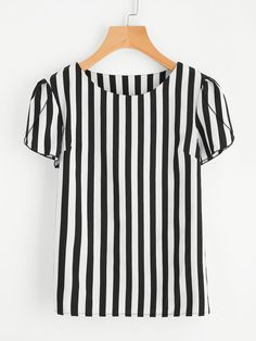 Women Casual Striped Top Regular Fit Round Neck Short Sleeve Black and White Contrast Vertical Striped Petal Sleeve Blouse Moda Preppy, Petal Sleeve, Plus Size Kleidung, Black And White Style, White White, Color Black, Fall Shirts, Blouse Online, Plus Size Blouses