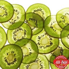 Kiwi fruit is an irreplaceable source of vitamin C and protects against respiratory diseases and cold. Kiwi fruit is also great as a cosmetic asset. Health And Nutrition, Health Tips, Nutrition Education, Kiwi Benefits, Charcoal Mask Benefits, Chocolate Face Mask, Recetas Light, Beauty Tips For Hair, Beauty Secrets