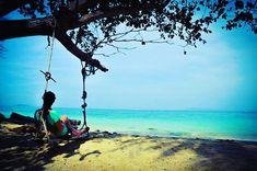 #beach #swing #chill #mllejoya #tropicallifestyle #tropicaleroutine #974 #reunion #island #sea #bijou #mllejoya Photo by @alex.zicco