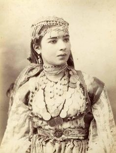 Mata Hari, Vintage Pictures, Old Pictures, Time Pictures, Middle Eastern Clothing, Spanish Gypsy, Gypsy Fortune Teller, Gypsy Girls, African Culture
