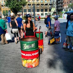 Hurry up! Free Soproni beer for everyone!