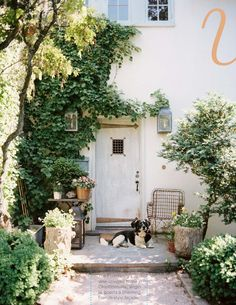 Love this entrance...as seen in latest issue of Lonny Mag