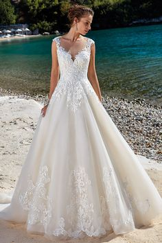 Romantic Tulle Jewel Neckline Natural Waistline A-line Wedding Dress With Lace Appliques