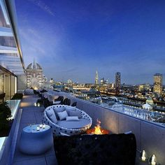 Norman Foster Radio Rooftop Bar. London gorgeous view