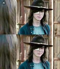 """Carl Grimes smiles at Enid in Hilltop □ Season 7 Episode 8 ● """"Hearts Still Beating"""" Carl The Walking Dead, The Walk Dead, The Walking Dead 3, Chandler Riggs, Carl Grimes, Totoro, Carl And Enid, Stuff And Thangs, Cute Actors"""