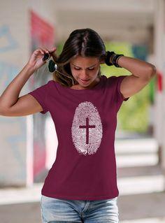 Camiseta Minha Identidade é Servo do Senhor Christian Tee Shirts, Creative T Shirt Design, T Shirt And Jeans, T Shirts With Sayings, Shirt Designs, Fashion Outfits, Ideas, Women, Christian T Shirts